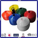 Cones coloridos do treinamento do futebol do futebol