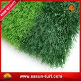 Erba artificiale molle sembrante naturale per gioco del calcio e calcio