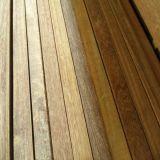 Decking de madeira ao ar livre do Ipe da noz brasileira