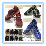 De gebruikte Vrije Verkoop van Schoenen in Massa, de Gebruikte Levering voor doorverkoop Sheos van de Tweede Hand