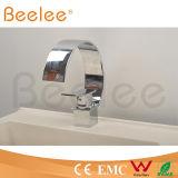En laiton passés au bichromate de potasse nouveau grand par C choisissent le robinet de bassin de salle de bains de chute d'eau de poignée