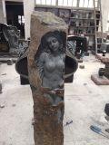 Statua nuda della donna del giardino di pietra della lava