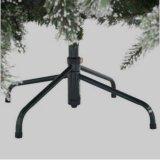 Миниая рождественская елка искусственного домашнего украшения таблицы верхняя идя снег