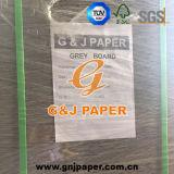 Alta tarjeta gris de Qualtiy en hoja