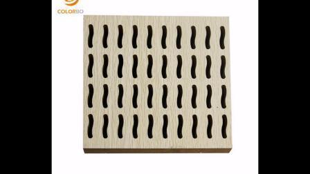 Geschlitzte Akustikdecken aus Holz Wand- und Deckendekoration im Hotel