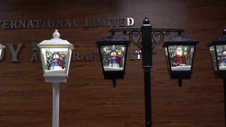 Het in het groot Post LEIDENE van de Lamp van Stree van de Scène van de Sneeuwman van Kerstmis Geanimeerde Muzikale Licht van Kerstmis met Dalende Sneeuw