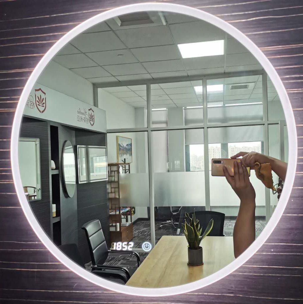LED バスルームミラーモダンでスマートなフレームレスのバスルームバニティ LED ミラー 曇り止めミラー