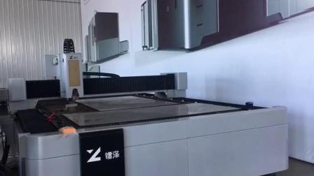 ماكينات قطع الألياف المعدنية بالليزر بقوة 1000 واط