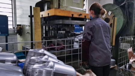 OEM Deep Drawing Parts van RVS of Carbon Steel Forming Voor uitlaatcomponenten voor auto's
