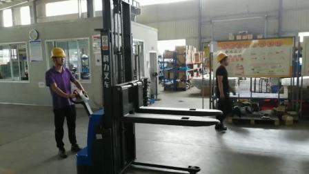 Impilatore per carrelli elevatori elettrico Walkie 1600 kg montante simplex