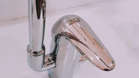 Rubinetto d'ottone della cucina dell'alto del collo della cartuccia miscelatore di ceramica del dispersore