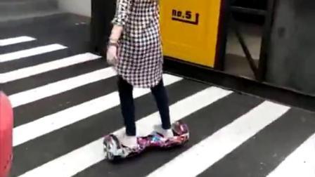 Kundenspezifischer heißer Verkaufs-Ausgleich-elektrischer Roller Hoverboard