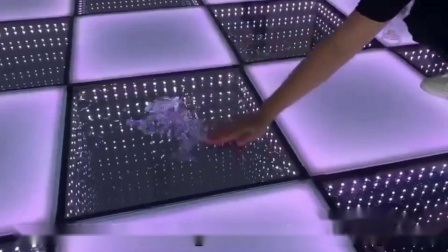 買物の相互 DJ は 3D ミラー LED のダンスを照らした フロアレンタル USA