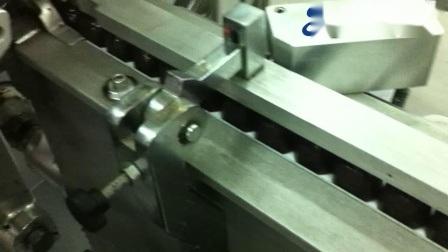 L'écoulement horizontal automatique Twist unique rempli de chocolat Machine Rouleaux de film d'enrubannage
