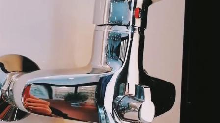 Singolo rubinetto del bagno della leva di stile russo con Divertor d'ottone
