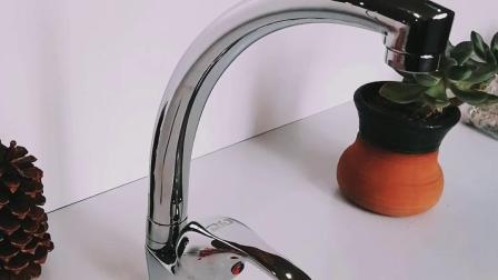 Alto rubinetto della cucina del collo dell'acqua d'ottone economica sanitaria degli articoli