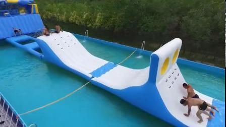 膨張式バウンサーと Blob ジャンプ付きダブルウェイフローティングスライド