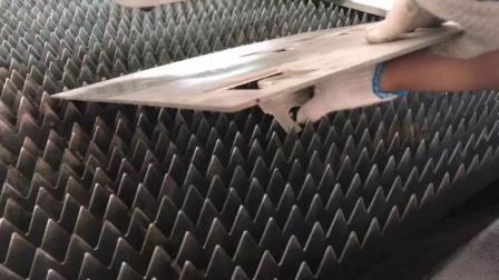 Monatliche Angebote 1000W/2000W/3000W 3015 Costomized Industrie-Stahl-Cutter CNC Best Faserlaser-Schneidemaschine für Metallblech/Edelstahl/Kupfer/Aluminium