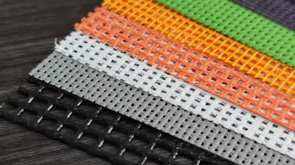 Luchtstroom Vinylstortplaats van polyesterstof met PVC-coating voor zwaar gebruik Afdekking vrachtwagenbed Mesh Tarp