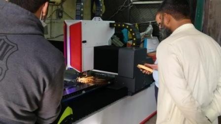 China-Fabrik 1500W Laser-Ausschnitt CNC-Faser-Laser-/CO2 oder Gravierfräsmaschine für Blatt-oder Rohr-Metalkohlenstoffstahl Edelstahl galvanisierten StahlAlu Ausschnitt