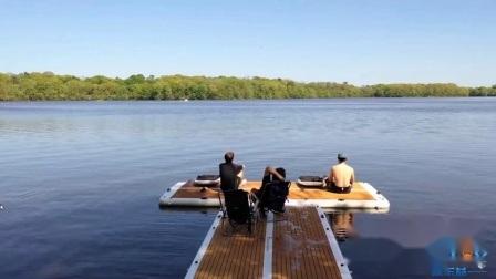 ボート用の膨張式フローティングプラットフォームドック
