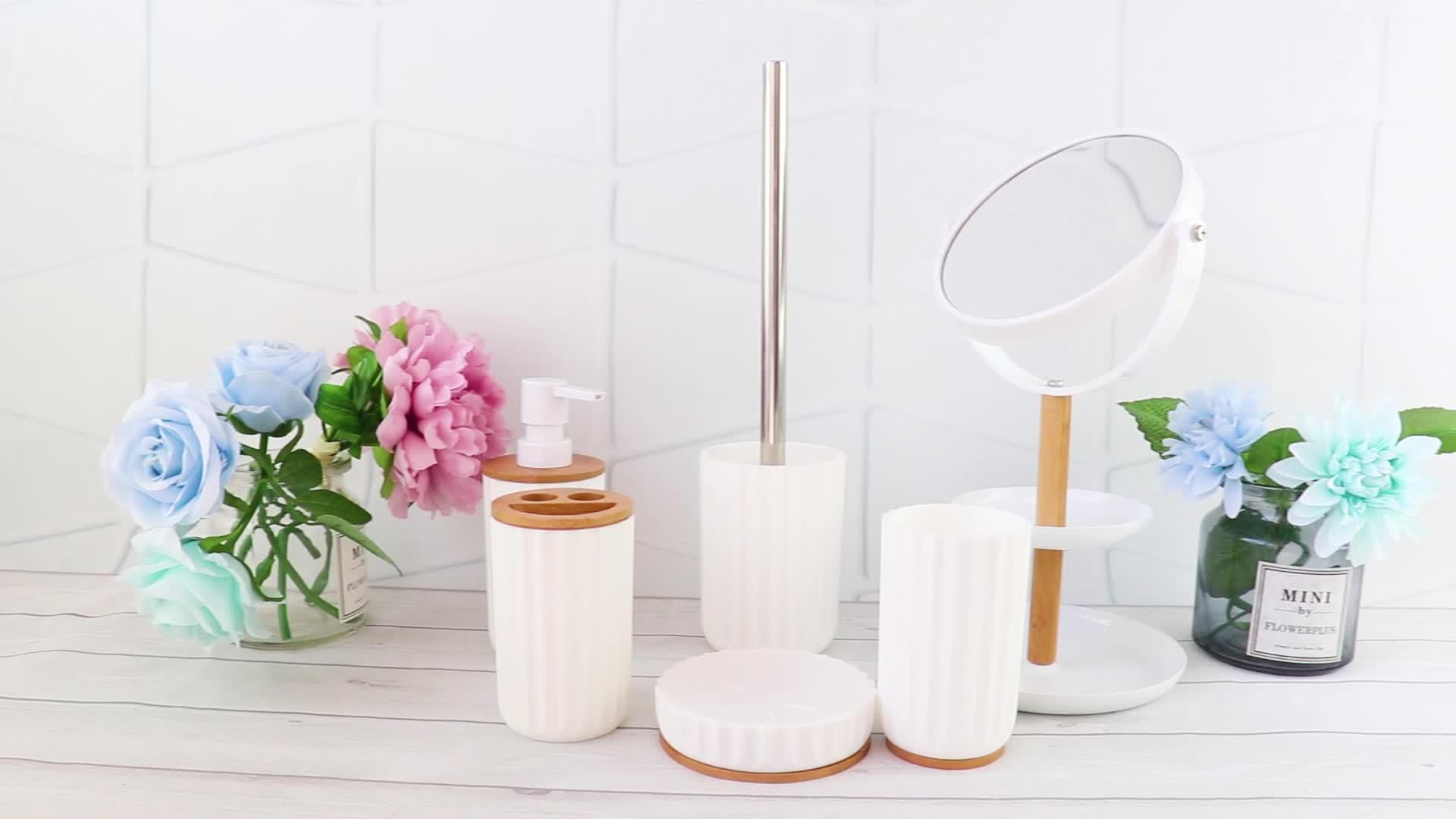 Os acessórios de banho de plástico branco do agregado
