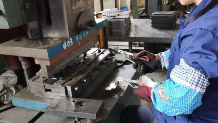 Produzione di armadi industriali in metallo CRS personalizzati