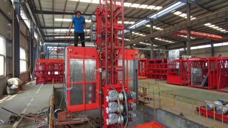 SC200/200 ビル用エレベータ建設ホイスト