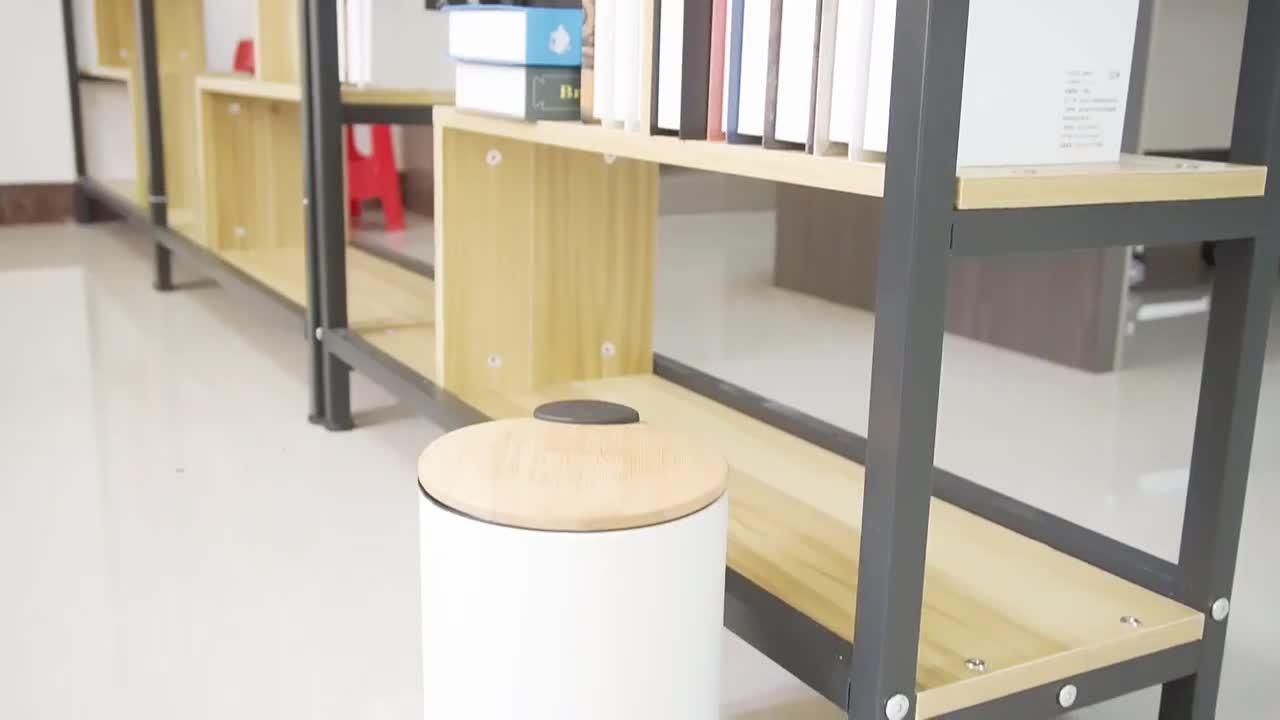 Contenitore a pedale con coperchio sottile in bambù