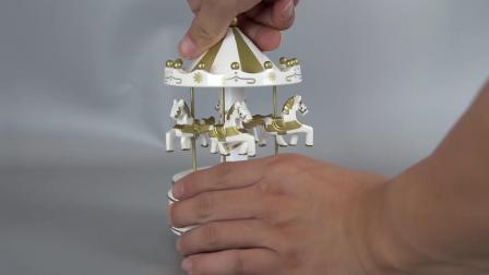 In het groot Kerstmis Vrolijke Carrossel gaat om de Plastic en Houten Romantische Muziekdoos van de Carrousel van het Decor van 4 Paard Roterende voor de Gift van de Vakantie