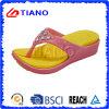 Woman′s Flip-Flops Swith Diamante Slippers (TNK20014)
