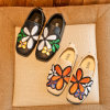 Chinese Famous Embroidered Shoes Flower Decoration PU Leather Soft Bottom Gilrs′ Casual Shoes