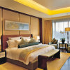 Modern Chinese Style Wooden Hotel Bedroom Set (EMT-A1205)
