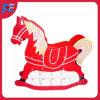 Calendario de madera del advenimiento del caballo de oscilación de la Navidad con 24 cajones