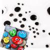 Sortierte weiße und schwarze runde Fertigkeit-Wiggly Massenaugen