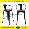 금속 막대기 의자. 높은 뒤 의자 세트
