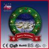 緑色の降雪のクリスマス場面装飾的な花輪