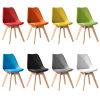異なったカラーのEames Dswの椅子か食事の椅子