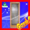 内部の純木のドア
