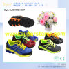 スポーツの靴を実行している通気性の連続した子供