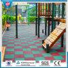 Im Freiensicherheits-Gummi-Fliese-Kindergarten-bereiten Gleitschutzfußboden-Matte Gummifliese auf