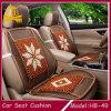 La madera del verano rebordea la cubierta de asiento de coche