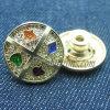 4 разного вида золотистого извлекают кнопки