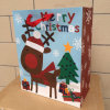 Sac de papier estampé coloré de Noël pour l'étiquette s'arrêtante de cadeau