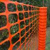 Barriera di sicurezza di plastica che recinta maglia