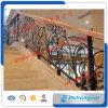装飾用の鉄柵または階段柵か階段手すりまたは手すり