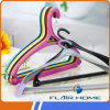 Flh004 Cheap Hot Plastic Cloth Hanger com Peg Hooks
