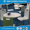 플라스틱과 금속 의자 연회 테이블