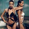 Kreis verbundener Dame-einteiliger Bikini