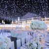 クリスマスのショッピングモールの装飾的なきらめくランプ妖精ストリングライト